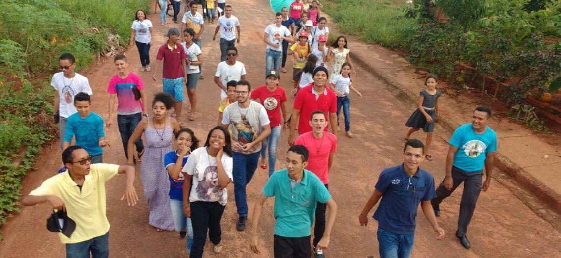 Missão de férias, em Tocantinópolis, envolve jovens e seminaristas