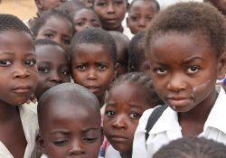 Milícia congolesa recruta crianças-soldados