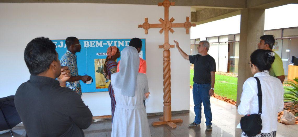 Missionários estrangeiros visitam a sede das POM