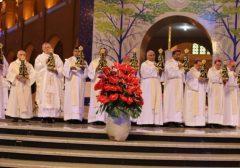 Bispos romeiros fazem a experiência de peregrinos em Aparecida (SP)