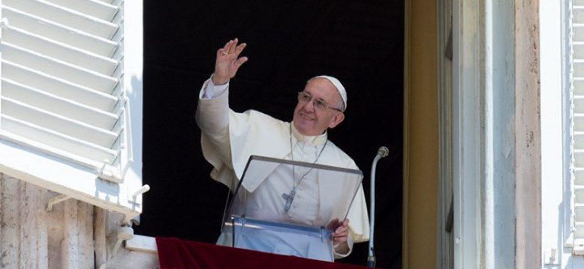 """""""Jesus não se impõe, mas se propõe doando-se"""", afirma Francisco"""
