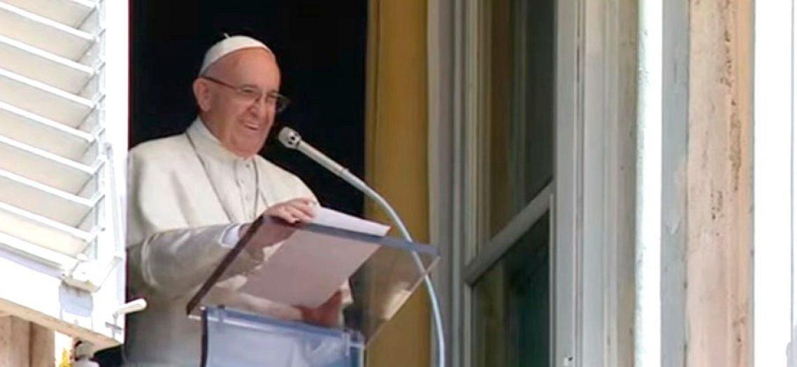 """""""Jesus não tira os fardos da vida, mas a angústia do coração"""", diz Francisco"""