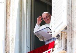 """""""Com Jesus, a alegria nasce e renasce"""", diz Francisco"""