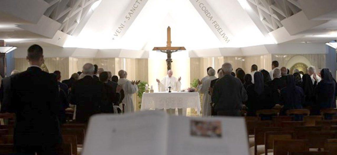 Papa Francisco: Contemplar Nossa Senhora das Dores aos pés da Cruz