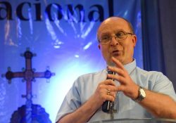 """""""Faz parte da natureza do batizado ser missionário"""", afirma dom Peruzzo"""