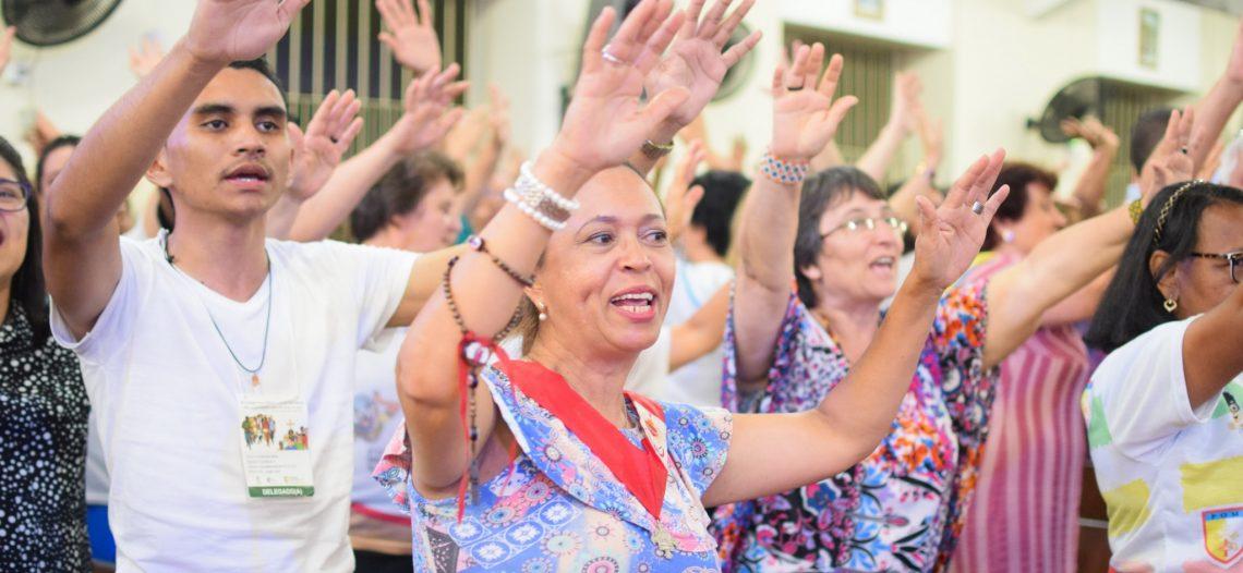 Famílias e missionários celebram alegria do encontro nas comunidades paroquiais
