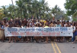 """O povo Tupinambá por """"Nenhum Direitos a menos!"""""""