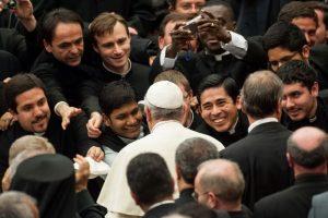 """Resultado de imagem para Papa aos sacerdotes: """"Padres de sala de estar ou discípulos missionários?"""""""