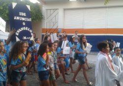 Infância e Adolescência Missionária encerra o Mês da Bíblia com caminhada