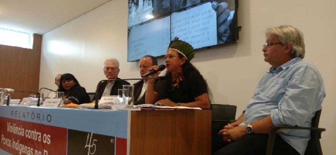Violência contra indígenas no Brasil aumenta nos gabinetes e nas aldeias