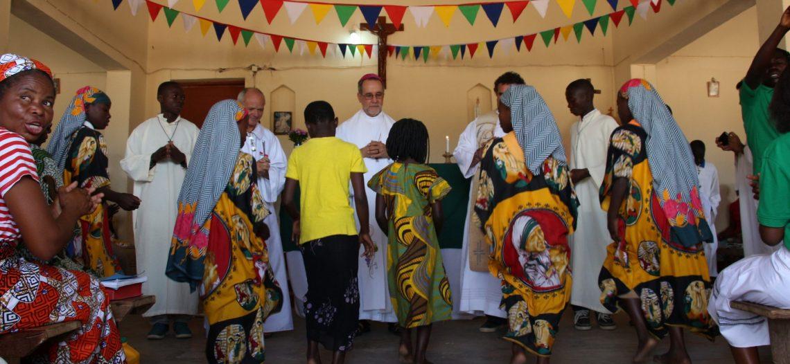 Moçambique: dom Esmeraldo e padre Maurício celebram em Campo de Refugiados