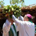 Momento das ofertas as visitas em uma das celebrações
