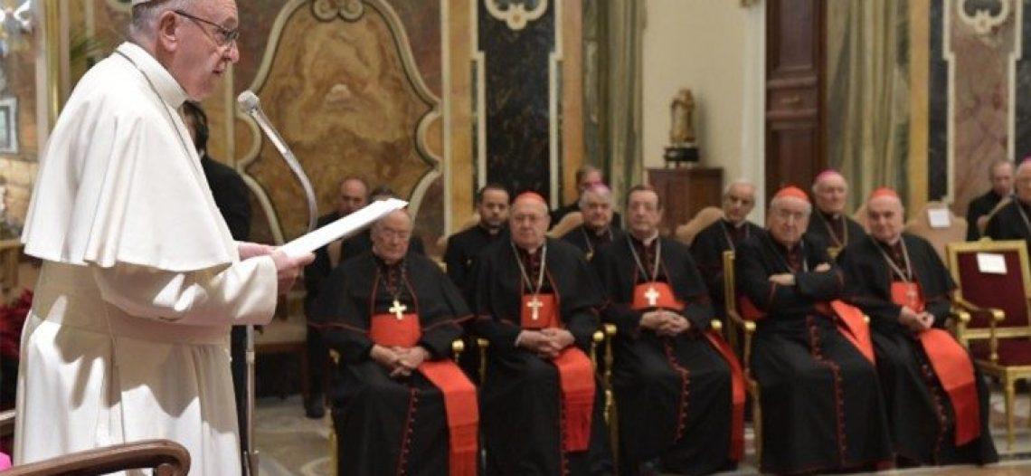 """""""Cúria fechada em si mesma está condenada à destruição"""", diz Francisco"""