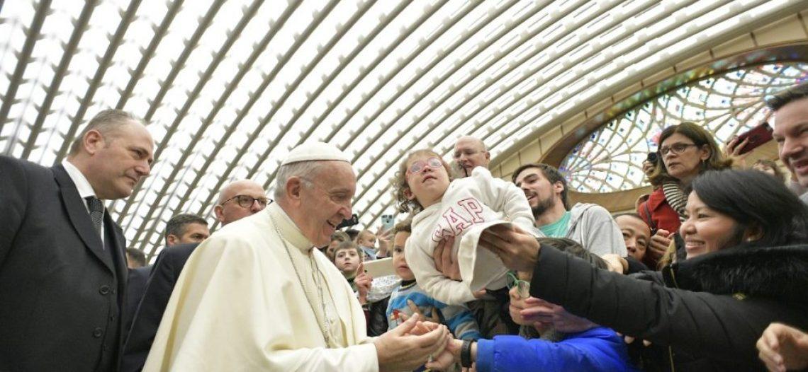 """""""Missa, uma escola de oração para os fiéis"""", afirma Francisco"""