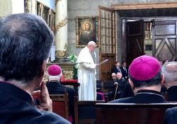 Papa: não ao clericalismo e a mundos ideais que não tocam a vida de ninguém