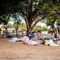 Migrantes venezuelanos dormem ao relento na Praça Simón Bolívar em Boa Vista, Roraima (Foto: Yolanda Mêne/Amazônia Real)