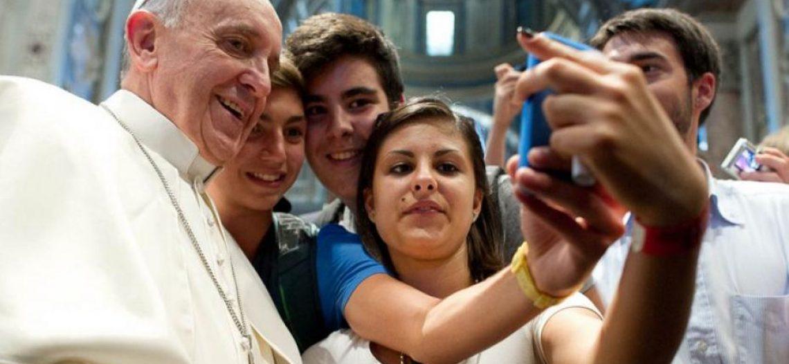 Papa convida jovens do mundo inteiro a se unirem ao Sínodo