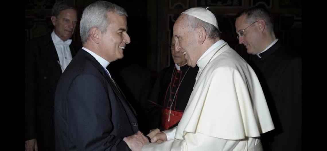 Papa acompanha situação e reza pelo Brasil