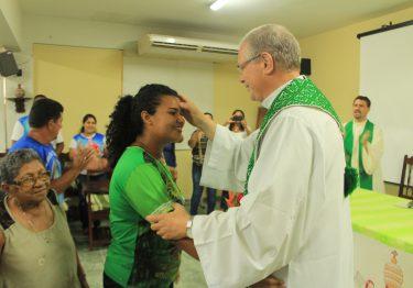 Celebração de envio de missionária ao Haiti