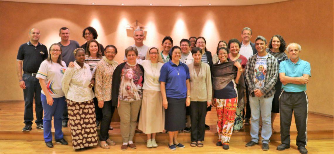 POM recebe religiosos que fazem formação da CRB