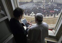 Francisco apresenta app de oração em rede