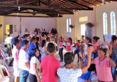 Comunidade reunida para celebrar a missão