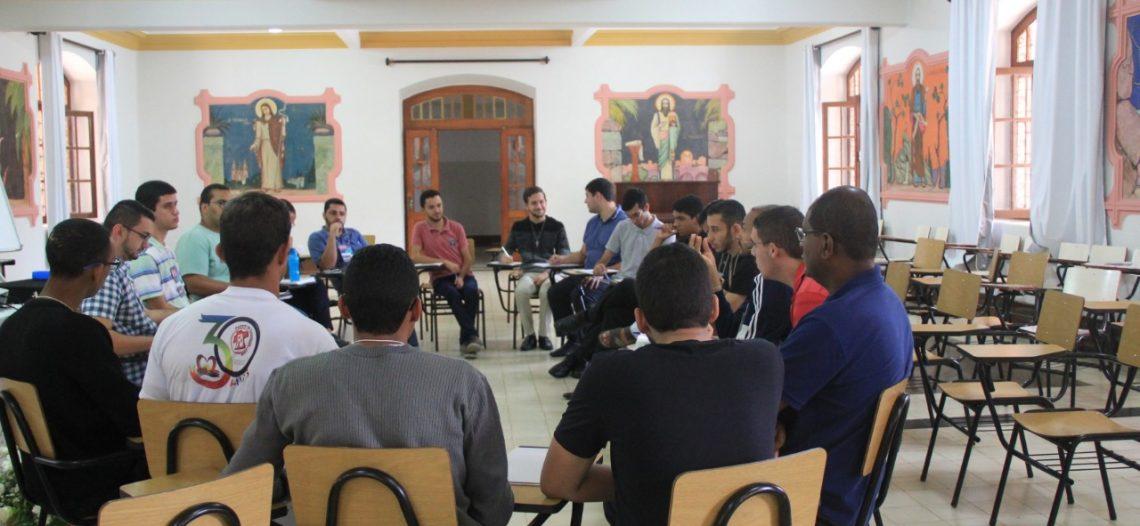 Seminaristas de Minas Gerais refletem o Mês Missionário Extraordinário