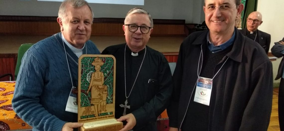 Bispos do Sul 3 recebem símbolo dos 25 anos de missão em Moçambique