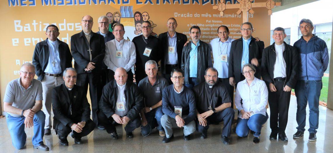 Novos bispos visitam as POM em Brasília