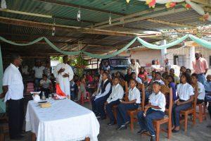 P. Charles Gachara durante omilia Comunità Guayana