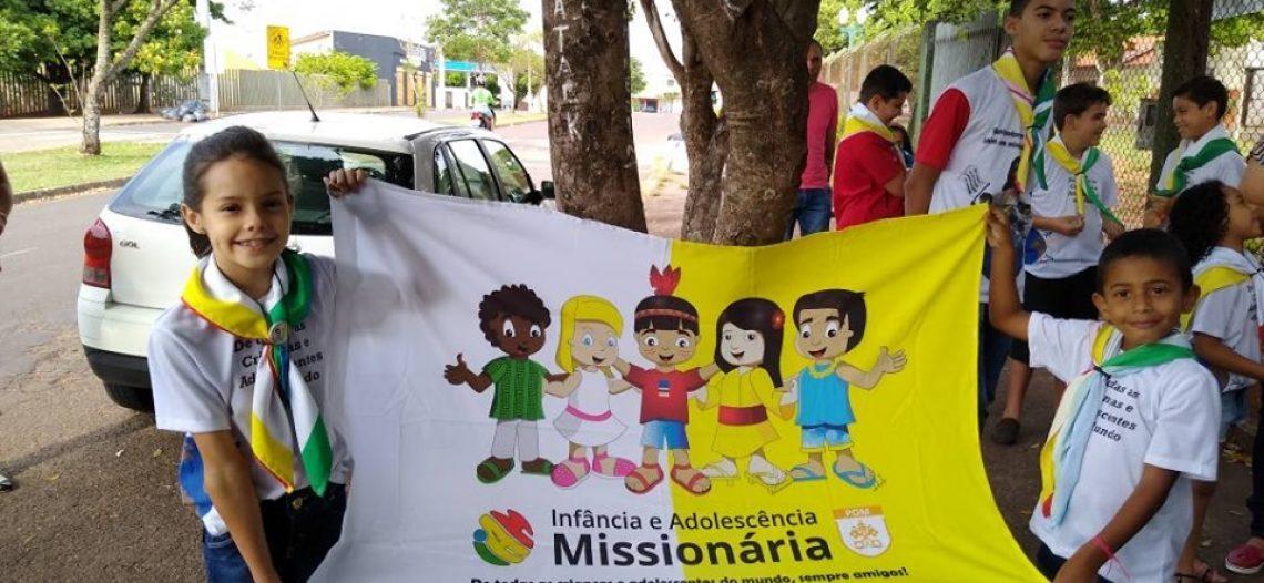 IAM da Diocese de Umuarama (PR) reza terço missionário
