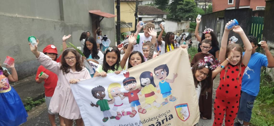 """Carnaval Missionário da IAM com o """"Bate-tampinhas do Bem"""""""