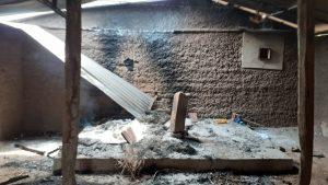 Capela destruída na Aldeia Criação após ataque em 2019. O Sacrário arrombado e a âmbulo no chão_Foto. Edgard Silva Júnior