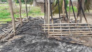 Casas queimadas durante ataques em Cabo Delgado