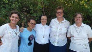 Irmã-Maria-Inês-ao-centro-e-as-religiosas-missionárias-no-Haiti